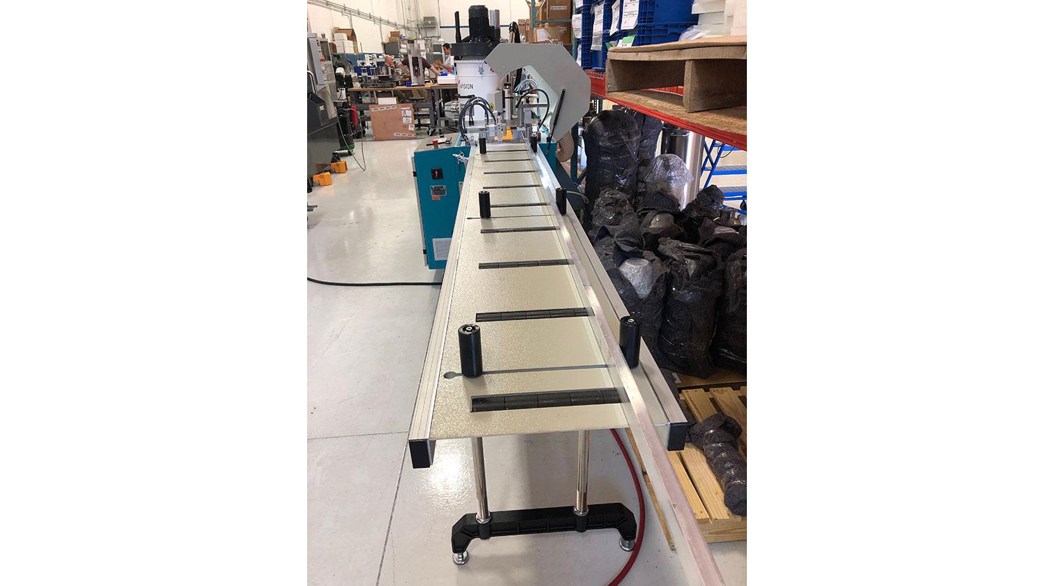 INT aluminum automatic saw Yilmaz SK 450 alignment conveyor