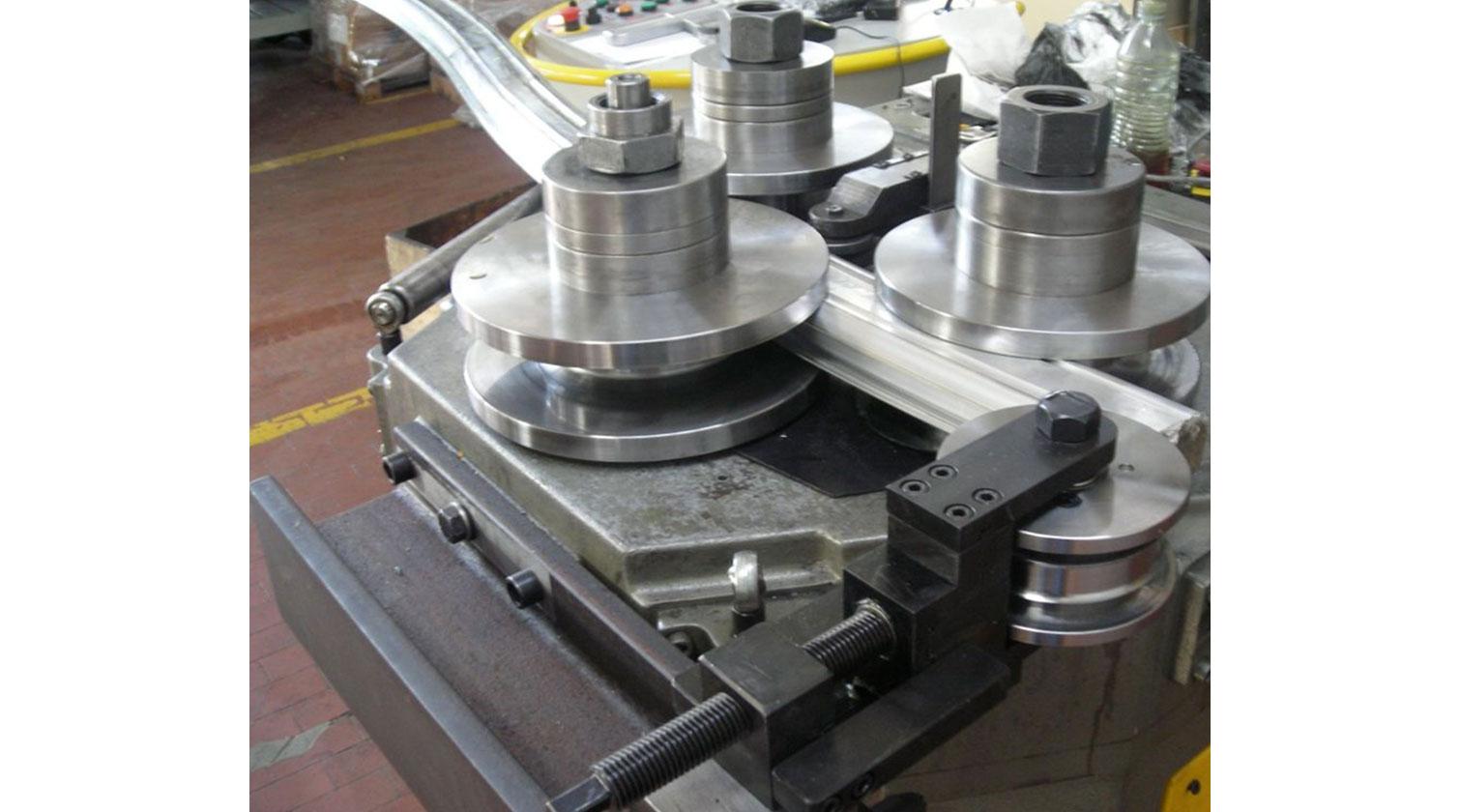 INT aluminum bending 3C Clomea