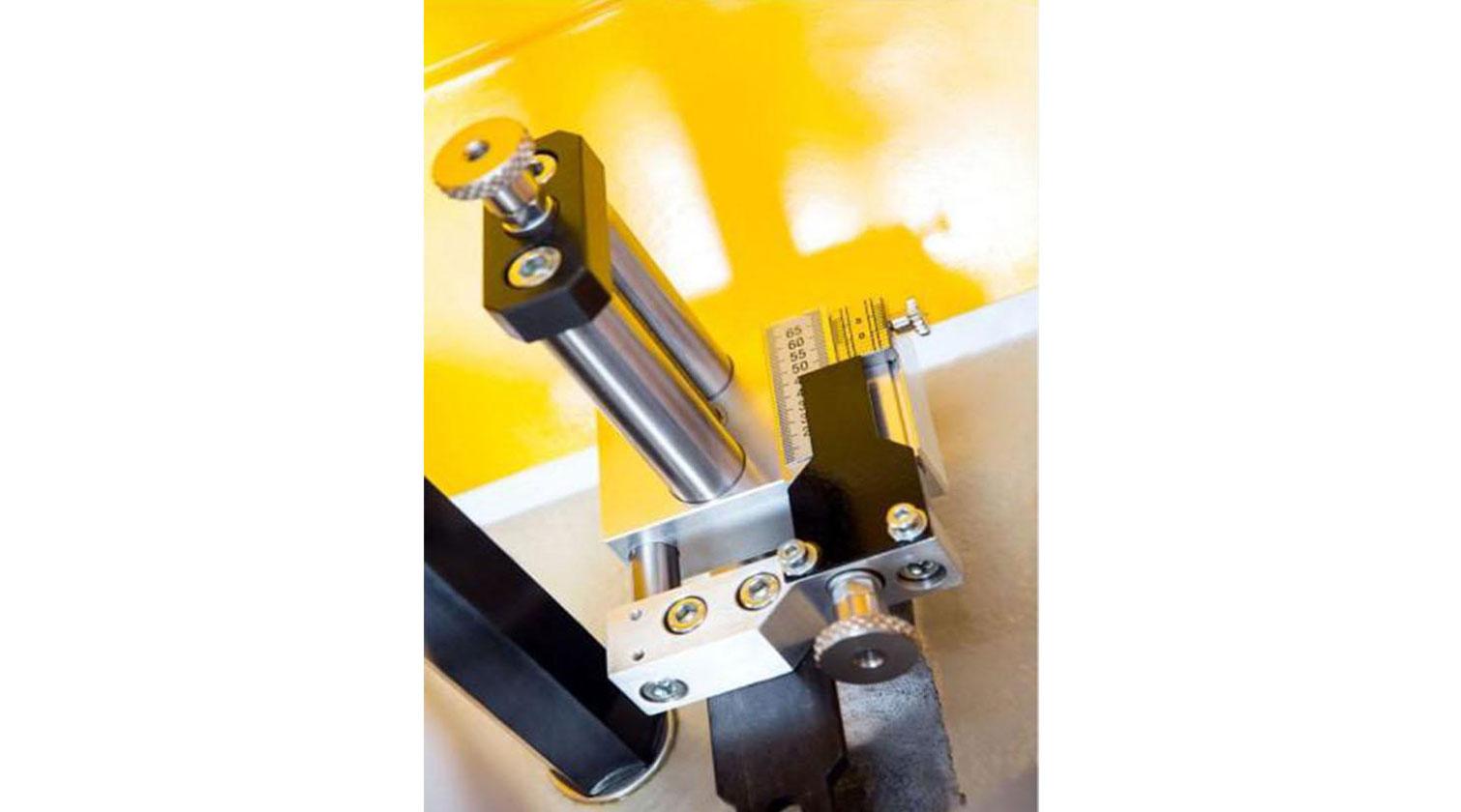 INT aluminum corner crimper Yilmaz KP 110 micrometric adjustment