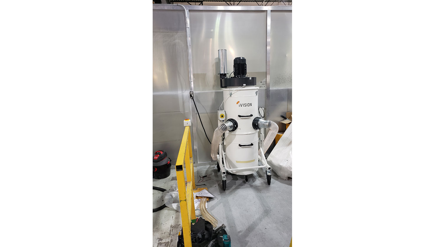 INT aluminum dust collector iVision iV3 installed in Laval QC