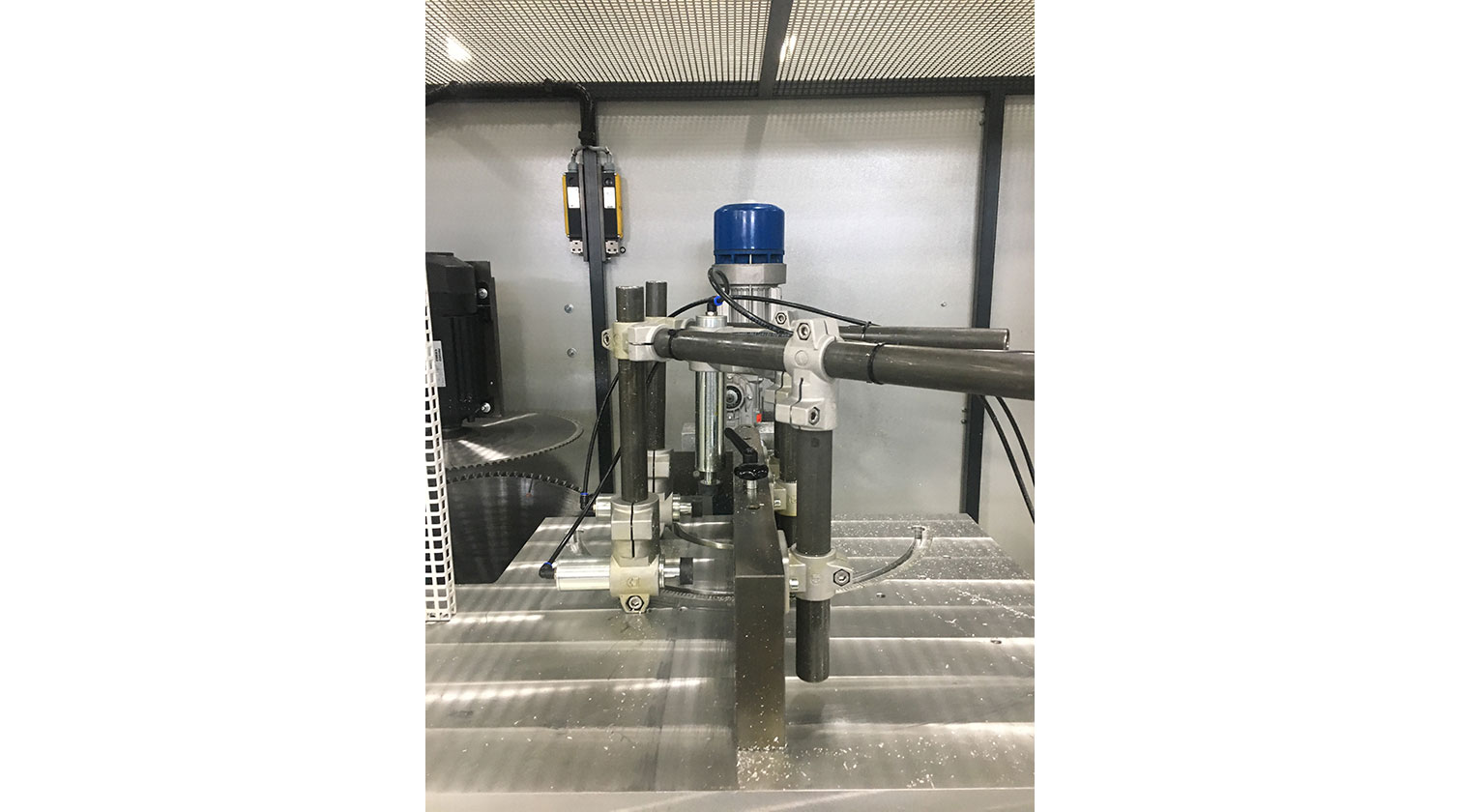 INT aluminum notching saw Pressta Eisele Prisma 650 clamping system