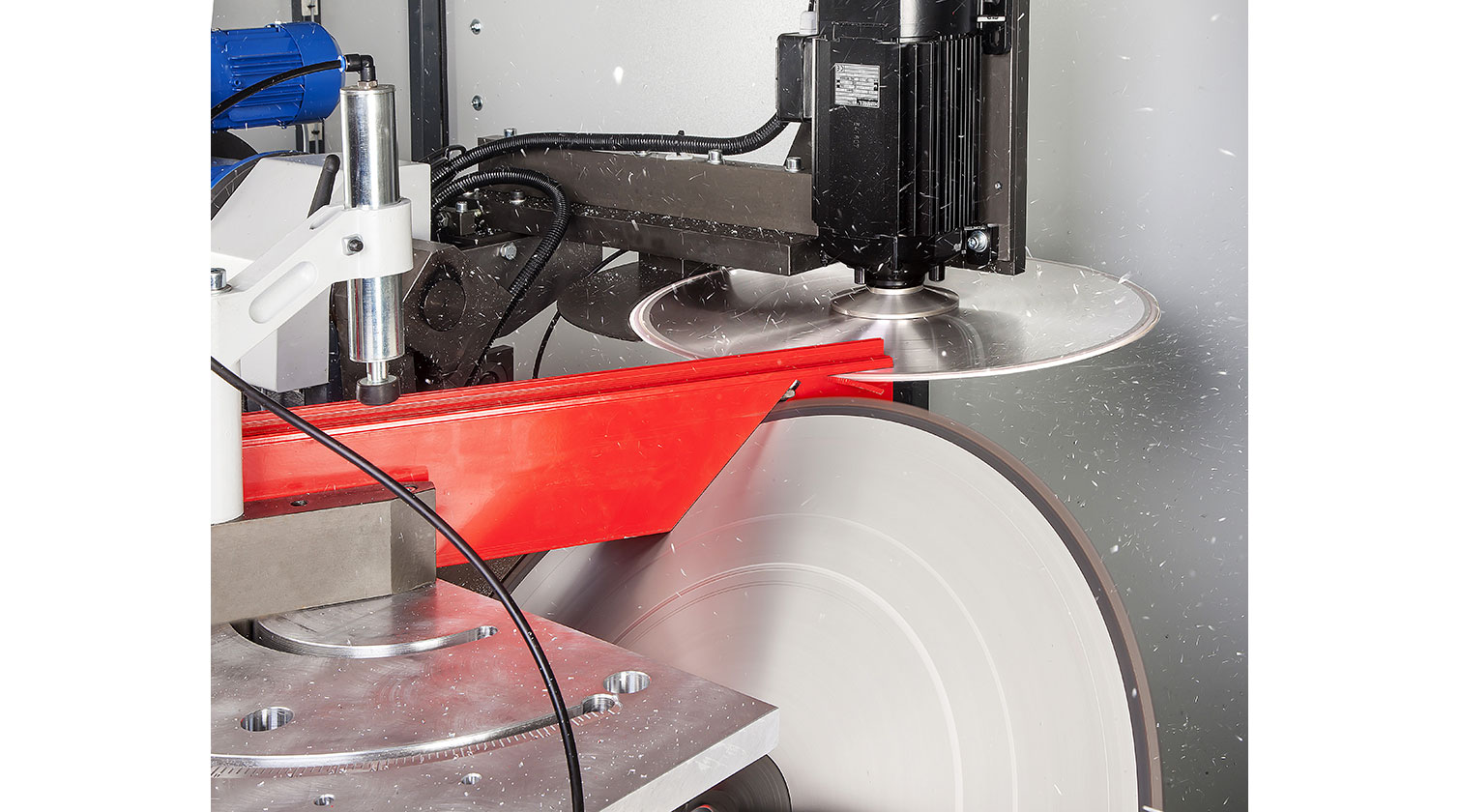 INT aluminum notching saw Pressta Eisele Prisma 650 cutting