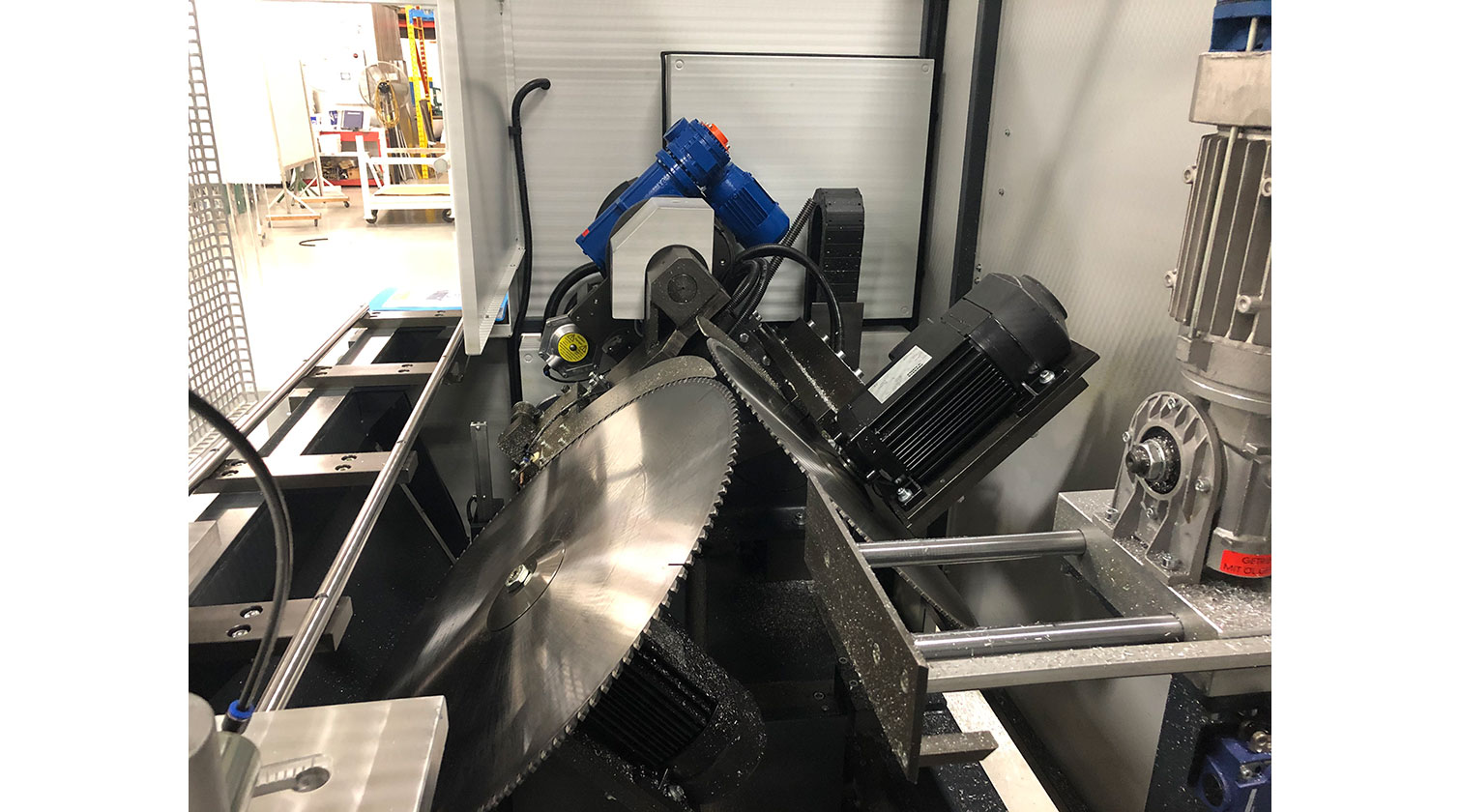 INT aluminum notching saw Pressta Eisele Prisma 650 tilted cutting blades
