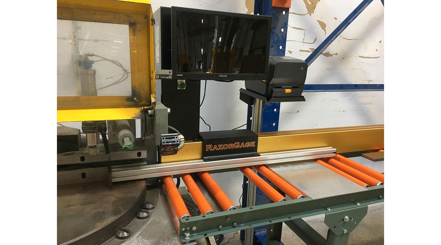 INT aluminum positioner RazorGage ST Windows installed in Quebec City