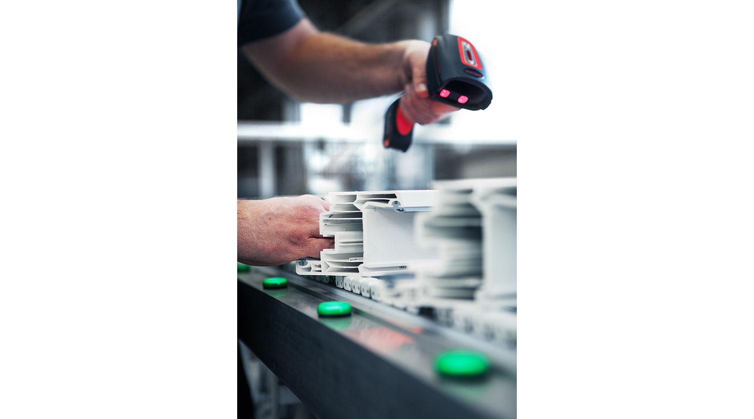 INT pvc cutting centre Thorwesten ASZ bar code reader