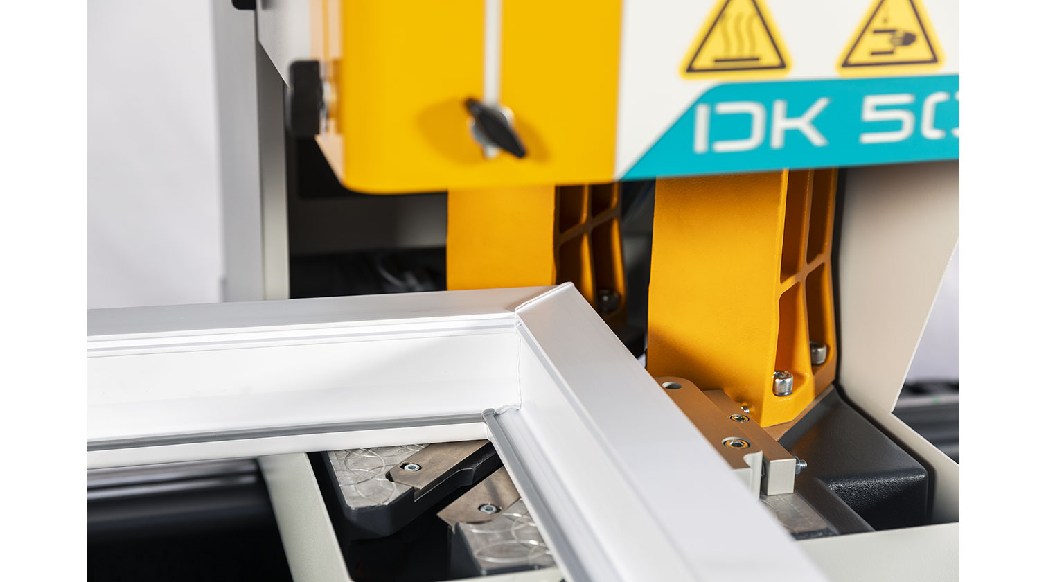 INT pvc windows two point welder Yilmaz DK 502 corner detail 2