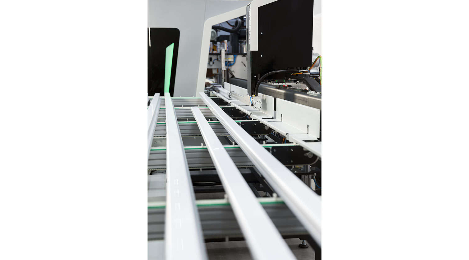 INT PVC window CNC Yilmaz PIM 6509 feeding gripper