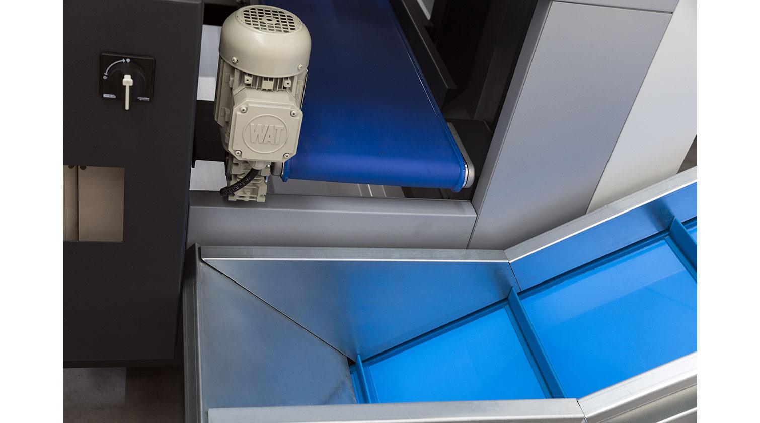 INT PVC window CNC Yilmaz PIM 6509 off cuts extractor