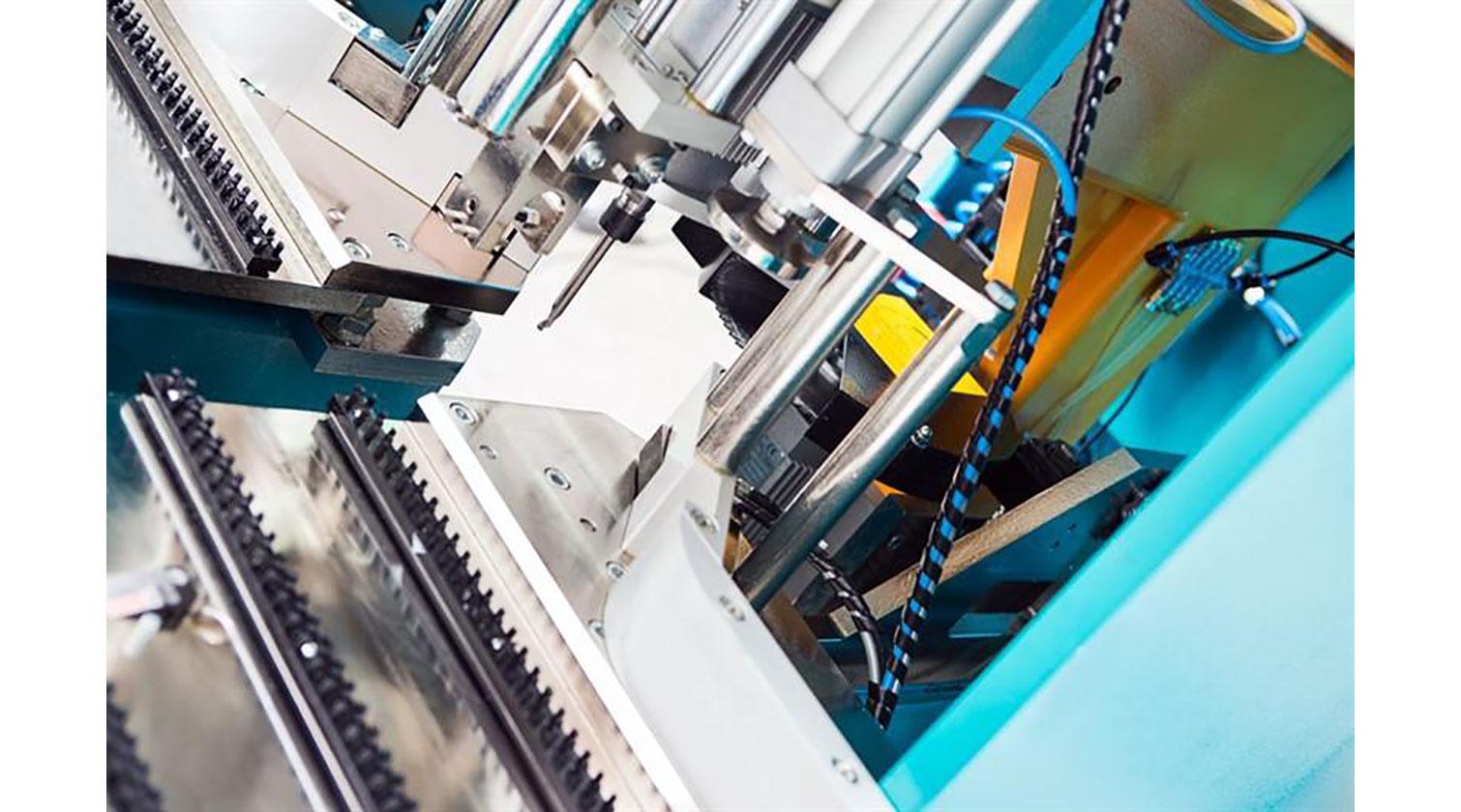 INT pvc corner cleaner Yilmaz CNC 608 vertical milling head