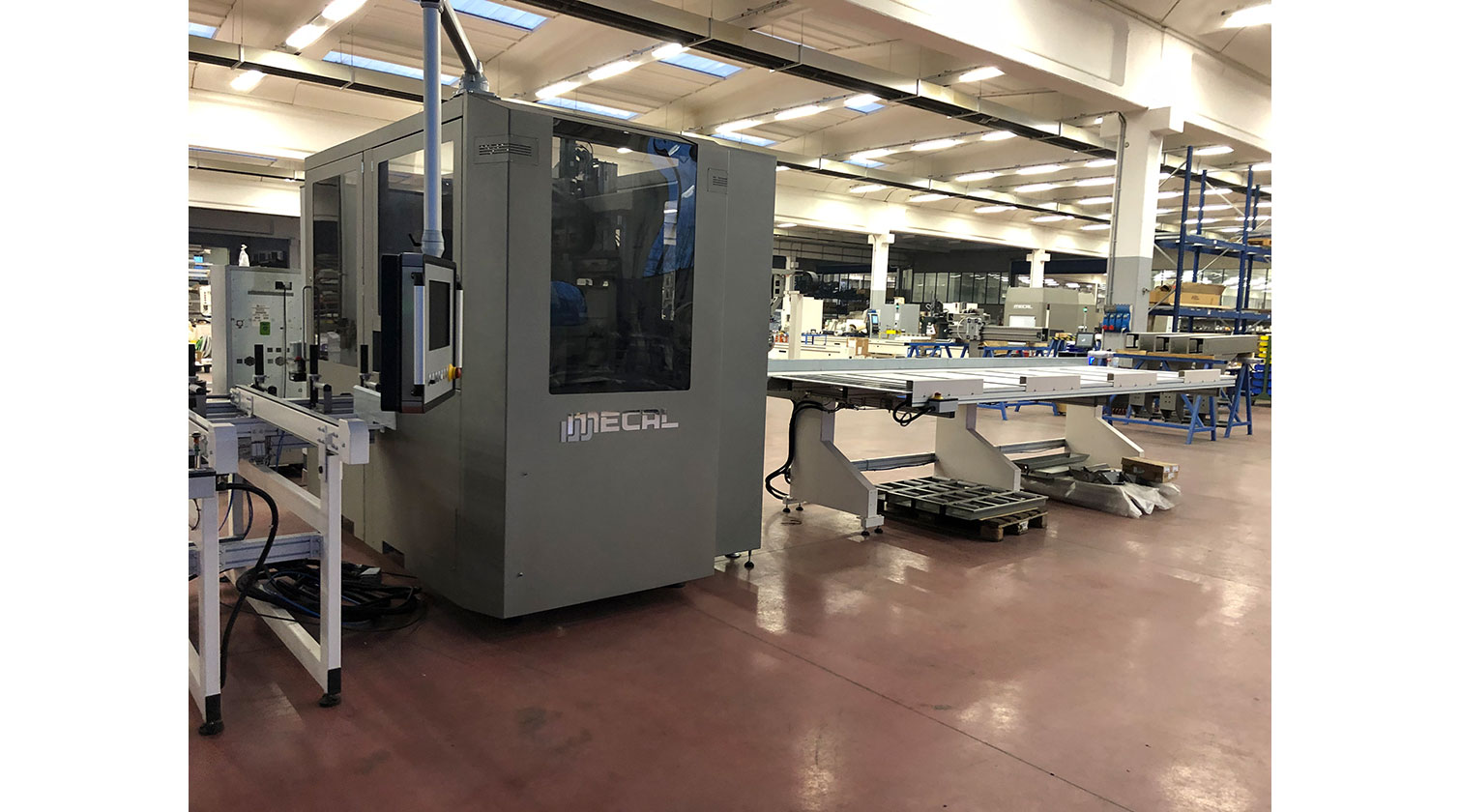 INT aluminum CNC Mecal MC 316 fabrication centre close look i 1