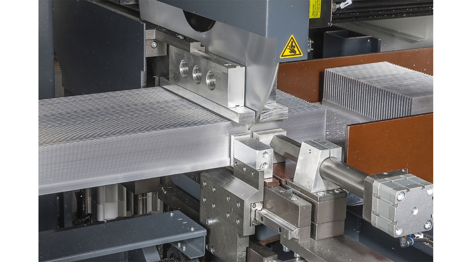INT aluminum cutting centre Pressta Eisele Profilma 620 cutting area
